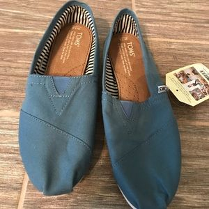 TOMS new with tag